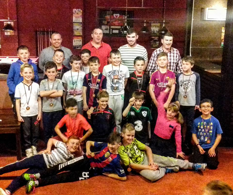 U10 team and their mentors with Carraig star Timmy Geaney at their medal presentation